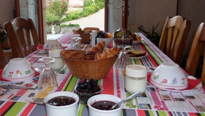 Wake up! It's breakfast time