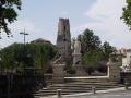 Statue_du_Maréchal_Lannes_et_cathédrale_Saint-Gervais-Saint-Protais5_(Lectoure,_Gers,_France)
